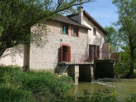 Le Moulin de Lhomont river side